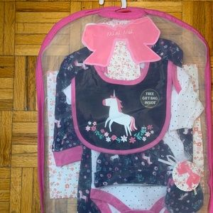 5 PIECE NEW BORN UNICORN 0-3 MON GIFT SET WITH BAG